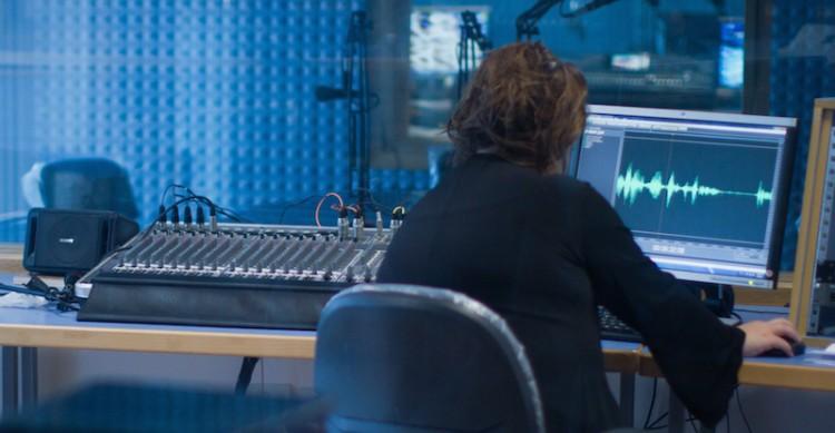Réaliser et diffuser son documentaire: un guide complet élaboré par l'Association pour le développement du documentaire radiophonique